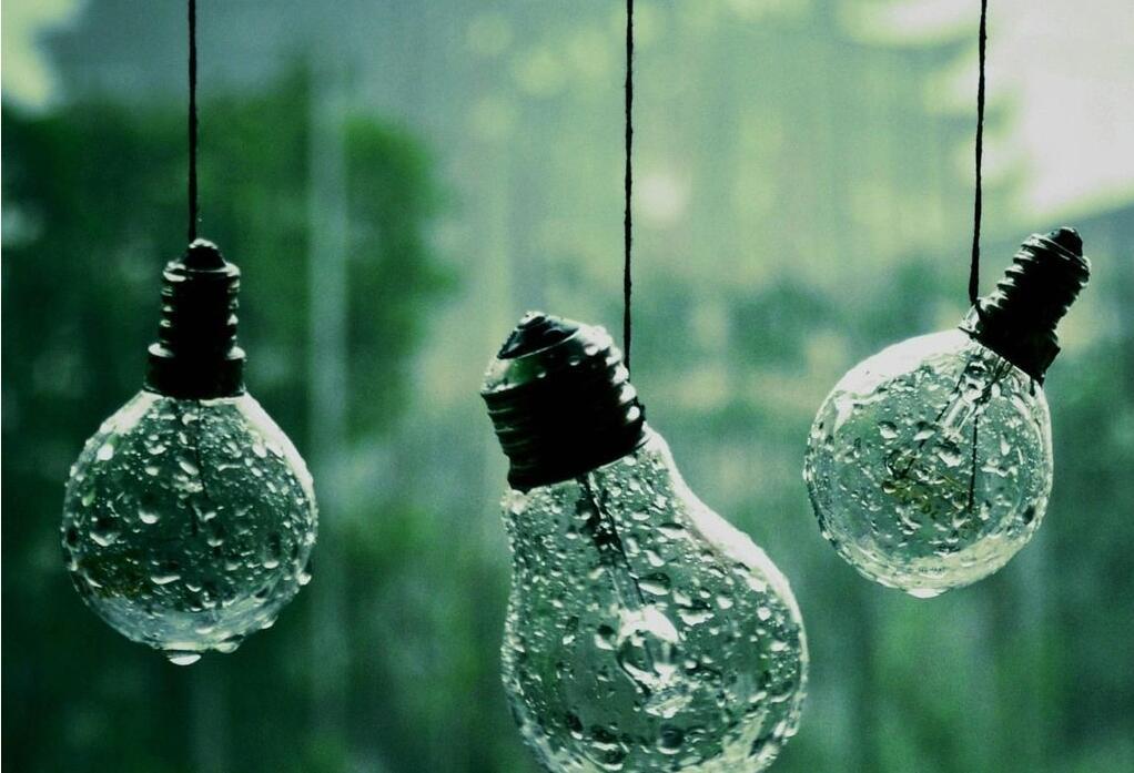 窗外雨天唯美意境图片:看雨图片唯美图片