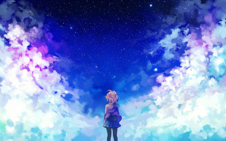 女生抬头望天空图片