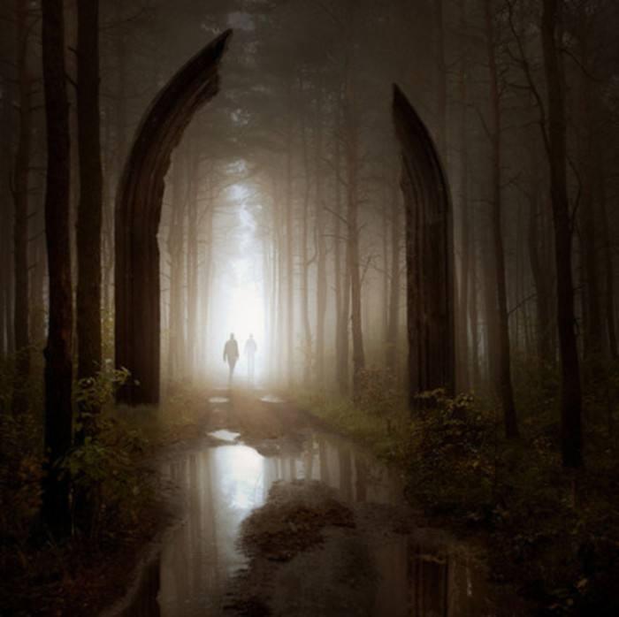 人生就像迷宫,我们用上半生找寻入口,用下半生找寻出口。