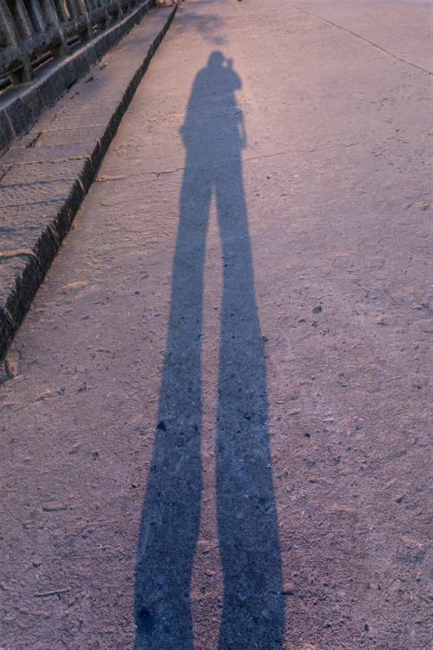 一个人落寞的背影