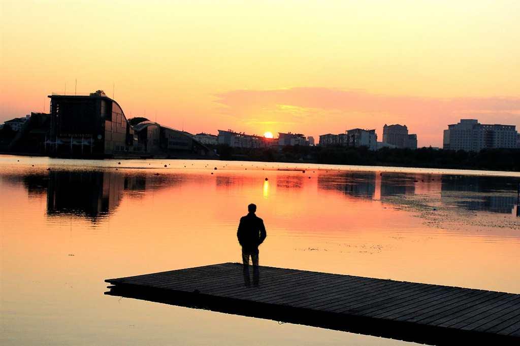 一个人夕阳唯美图