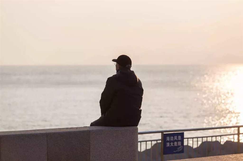 这世上没有谁喜欢孤独,父母也一样
