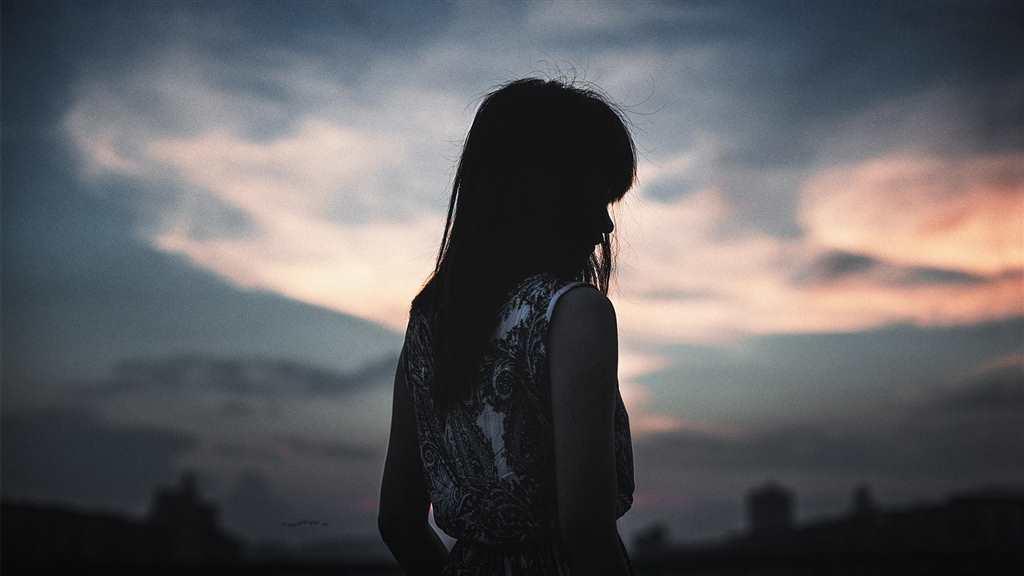 一个人内心孤单的图片