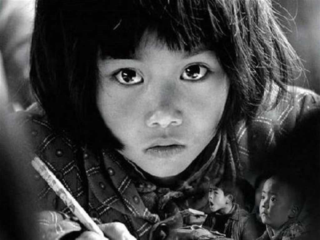 《渴望读书的大眼睛》#小孩#黑白