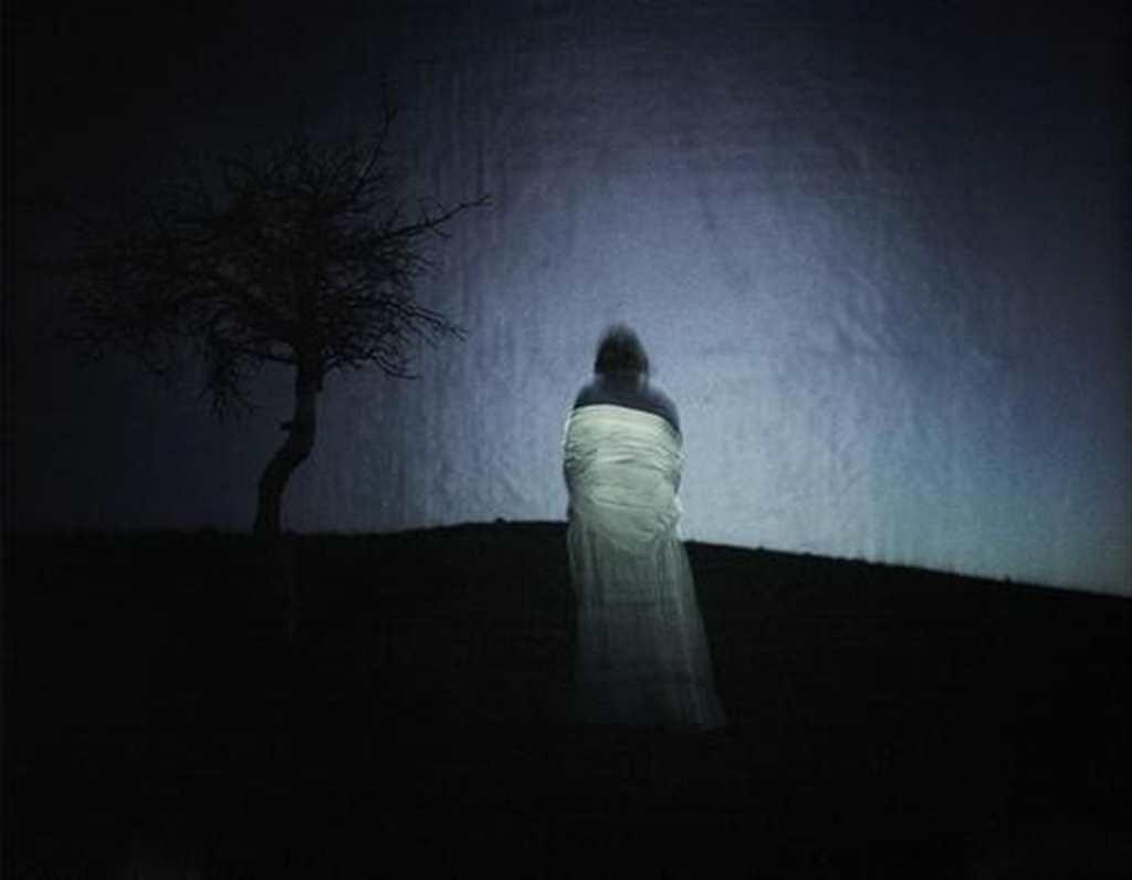 孤独一个人伤感照片#黑白
